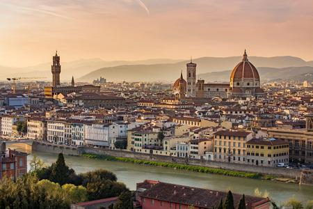 トスカーナ州、イタリアのフィレンツェの街並み。