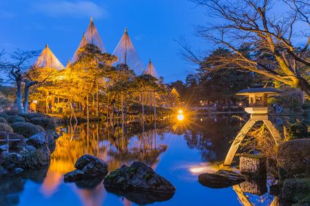 Kanazawa, Japan - February 15, 2015: Kenroku-en located in Kanazawa, Ishikawa, Japan, is an old private garden. Along with Kairaku-en and Koraku-en, Kenroku-en is one of the Three Great Gardens of Japan. 版權商用圖片 - 44332287