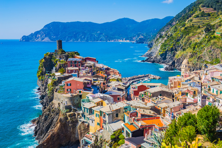 Lanscape of Vernazza in Cinque Terre, Italy. 版權商用圖片 - 46753586