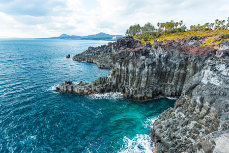 Jungmun Daepo Coast Jusangjeolli Cliff in Jeju island, South Korea. 免版税图像