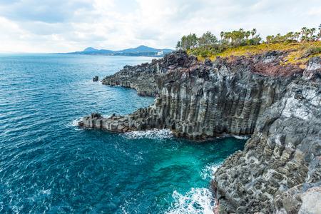 Jungmun Daepo Coast Jusangjeolli Cliff in Jeju island, South Korea. Archivio Fotografico