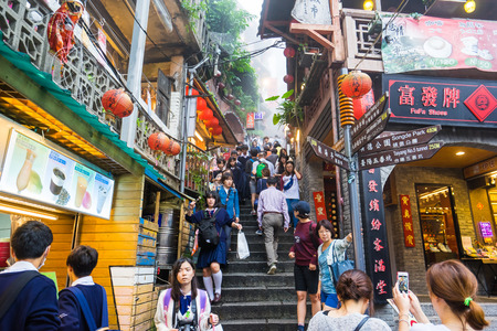 Jiufen, Taipei - October 23, 2015: Jiufen, also spelled Jioufen or Chiufen is a mountain area in the Ruifang District of New Taipei City near Keelung, Taiwan.- October 23, 2015: Jiufen, also spelled Jioufen or Chiufen is a mountain area in the Ruifang Dis 版權商用圖片 - 48045709
