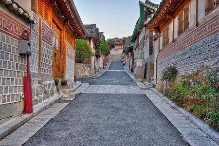Bukchon Hanok Village in Seoul, South Korea. 版權商用圖片 - 51633675