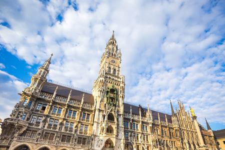 Le nouvel hôtel de ville de Munich, en Allemagne. Banque d'images - 60339313