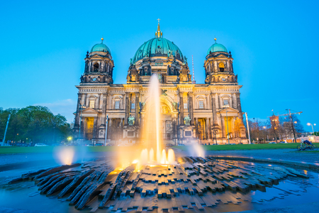 Night at Berlin Cathedral in Berlin, Germany. Banque d'images
