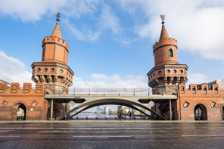 The Oberbaumbruecke in Berlin city, Germany. Banque d'images