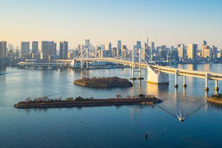 Tokyo skyline with Tokyo harbor in Japan. Banque d'images