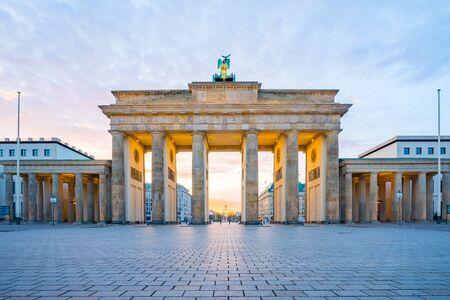 Le lever du soleil à Berlin, la porte de Brandebourg à Berlin, en Allemagne.