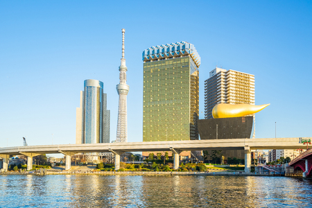 Sumida River with landmark buildings in Tokyo Japan. Banque d'images