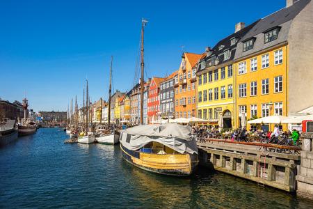 Copenhague, Danemark - 1er mai 2017: Nyhavn est un quartier riverain, canal et divertissement du XVIIe siècle à Copenhague, au Danemark.
