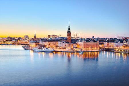 La vieille ville de Stockholm la nuit dans la ville de Stockholm, en Suède.