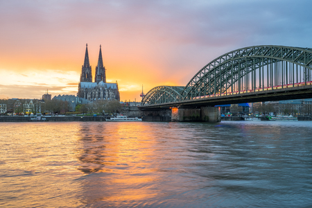 Sunset view of Cologne skyline in Cologne, Germany. Banque d'images