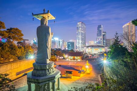 Seoul city skyline at night in Korea. Banque d'images