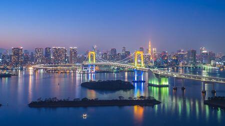 Tokyo skyline at night in Tokyo city, Japan. Banque d'images