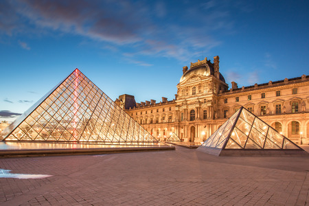 Paris, France - May 14, 2014: Louvre Museum and the Pyramid at twilight in Paris, France. Éditoriale