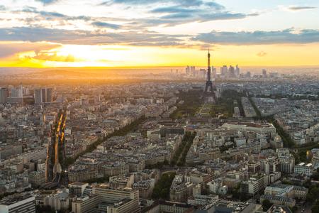 Vue panoramique sur l'horizon de la ville avec la Tour Eiffel à Paris, en France.
