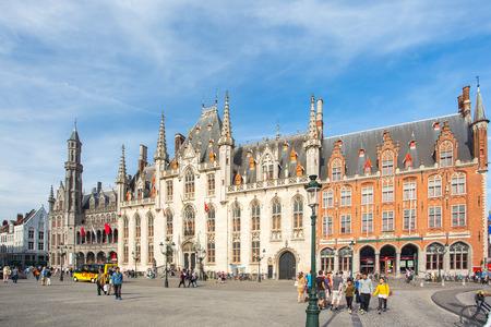 Le tribunal de la province à la place du marché à Bruges, en Belgique.