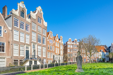 old english: The historic buildings Begijnhof in Amsterdam city, Netherlands. Stock Photo