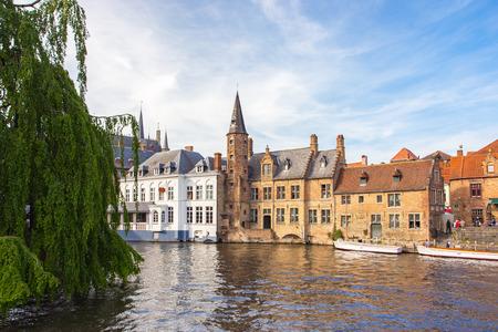 Le canal de Rozenhoedkaai à Bruges, en Belgique. Banque d'images