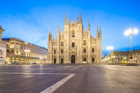 Piazza del Duomo de Milan en Italie. Éditoriale