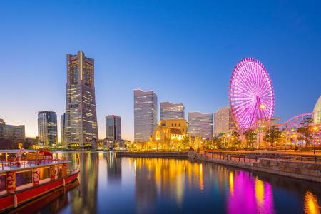 Paysage urbain de Yokohama au Japon pendant la nuit.