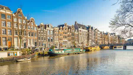 Paysage urbain d'Amsterdam avec l'ancien bâtiment de la ville d'Amsterdam, Pays-Bas.