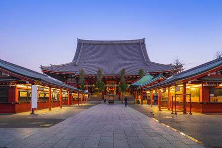 Tokyo Senso-ji Temple la nuit située à Asakusa à Tokyo, Japon.