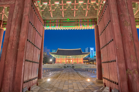 Night in Seoul with Deoksugung Palace in Korea. Éditoriale