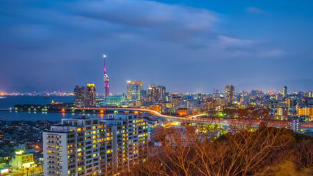 Fukuoka city skyline at night in Hakata, Fukuoka, Japan. Banque d'images