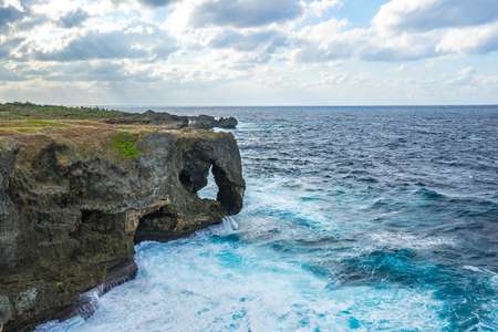 Cape Manzamo a scenic rock formation on Okinawa Island, Japan. Banque d'images