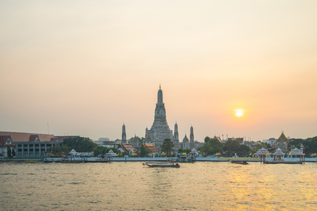 Bangkok Wat Arun temple with Chao Phraya River in Bangkok, Thailand. 版權商用圖片