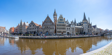 Ghent old town with canal in Ghent, Belgium. 新聞圖片