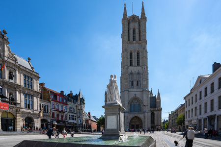 Ghent, Belgium - May 16, 2019: Saint Bravo Cathedral and Ghent town square in Ghent, Belgium. 新聞圖片