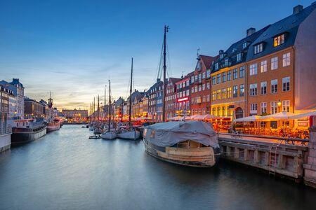 Bâtiments emblématiques de Nyhavn dans la ville de Copenhague, Danemark. Banque d'images