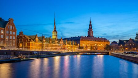 Copenhagen city at night with Christiansborg Palace in Copenhagen city, Denmark. 版權商用圖片