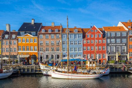 Copenhagen, Denmark - May 2, 2017: View of Nyhavn pier with color buildings in Copenhagen city, Denamrk. 新聞圖片
