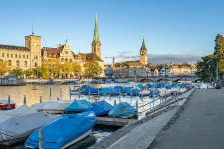 Limmat River with view of landmark building in Zurich, Switzerland. 版權商用圖片