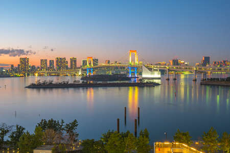 Panorama view of Tokyo Bay at night in Tokyo city, Japan. 版權商用圖片