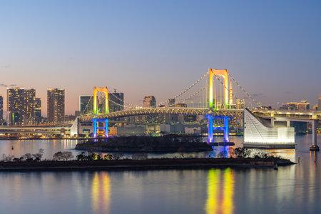 Tokyo bay at night with Rainbow bridge in Tokyo, Japan. 版權商用圖片