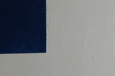 designates: Detail of white wall and blue background to use