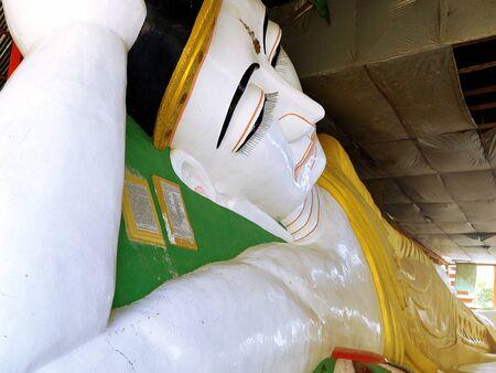 reclining: The reclining Buddha at Kyaw Aung San Temple
