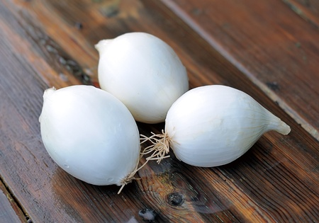 hz: Onions. White onions for the salad. Onion on a wooden table.