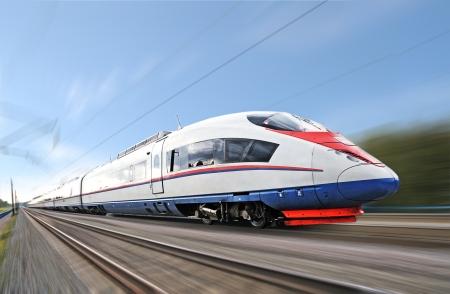 velocidad: Tren de alta velocidad de pasajeros. Foto de archivo