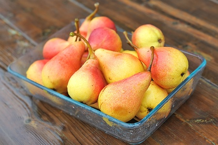 Pears in a glass tray on the table.