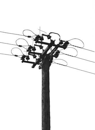 torres de alta tension: Los cables en el poste. Aislado en un fondo blanco. Foto de archivo