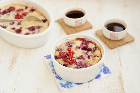 Clafoutis with cherry and red currants