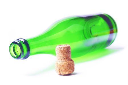Groene fles met kurk op een witte achtergrond  Stockfoto