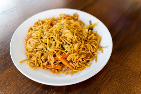 Spicy Thai Noodles with vegetables ready to eat Imagens