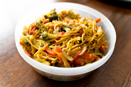 Spicy Thai Noodles with vegetables ready to eat 免版税图像