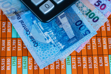 Qatar Riyal Bank Notes on spreadsheet report background With Calculator Banco de Imagens